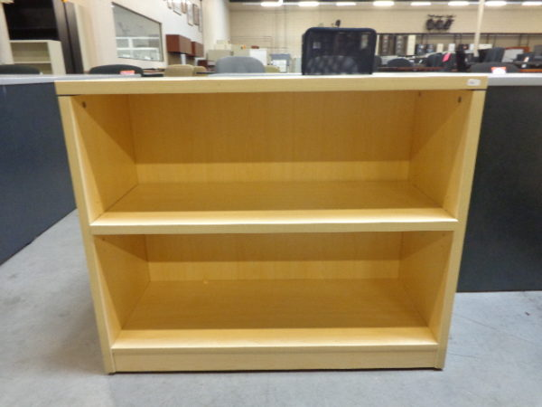 Used maple bookcase 2 shelf